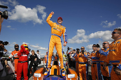 Ten years after winning a Team USA Scholarship, Charlie Kimball scores his first IZOC IndyCar victory Sunday at Mid-0hio. [LAT USA image by Mike Levitt].